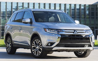 2017 Mitsubishi Outlander, Front-quarter view., exterior, manufacturer, gallery_worthy