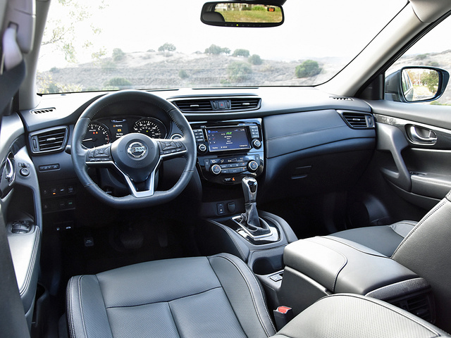 2017 Nissan Rogue Hybrid SL dashboard, gallery_worthy