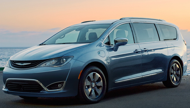 2017 Chrysler Pacifica Hybrid, Front-quarter view., exterior, manufacturer, gallery_worthy