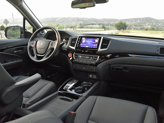 2017 Honda Pilot Elite dashboard, gallery_worthy