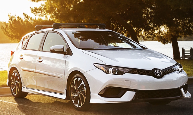 2017 Toyota Corolla iM, Front-quarter view., exterior, manufacturer, gallery_worthy