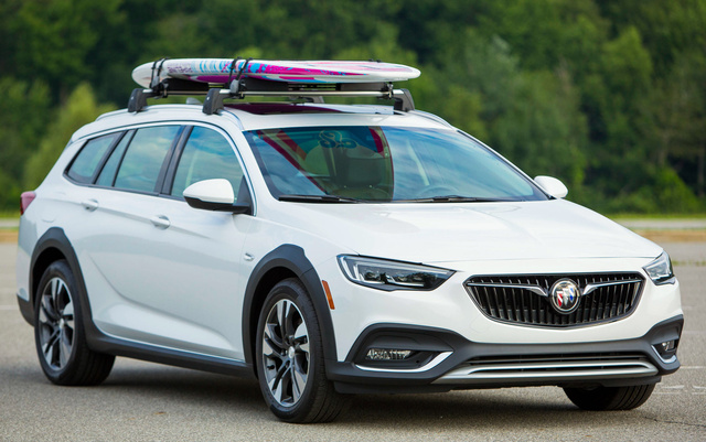 2018 Buick Regal TourX, Front-quarter view., exterior, manufacturer, gallery_worthy