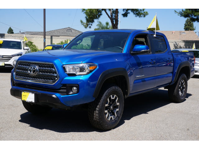 23 MPG Highway Engine: V6 Drivetrain: Four Wheel Drive Major Options:  Suspension Package, Bluetooth, Backup Camera 2017 Toyota Tacoma ...