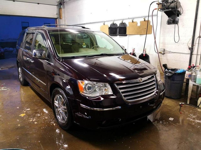 2010 Chrysler Town & Country Limited FWD