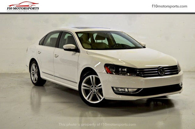 2015 Volkswagen Passat SE with Sunroof and Nav