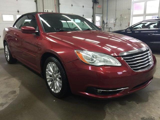 2013 Chrysler 200 Touring Convertible FWD