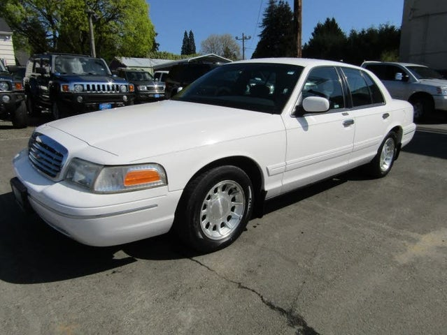 1999 Ford Crown Victoria 4 Dr LX Sedan