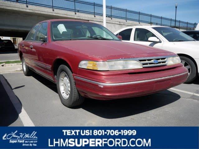 1996 Ford Crown Victoria 4 Dr LX Sedan