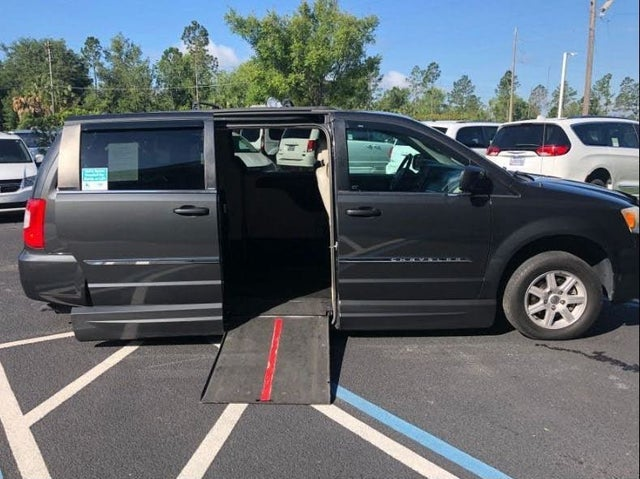 2011 Chrysler Town & Country Touring FWD