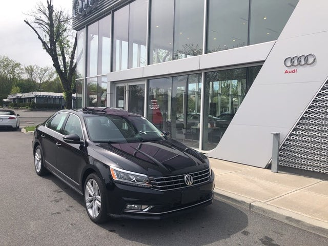 2017 Volkswagen Passat V6 SE with Technology Pkg