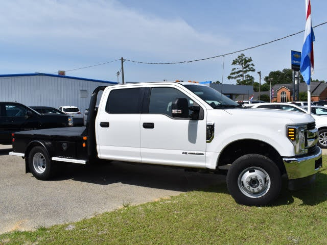 2019 Ford F-350 Super Duty Chassis Lariat Crew Cab 4WD