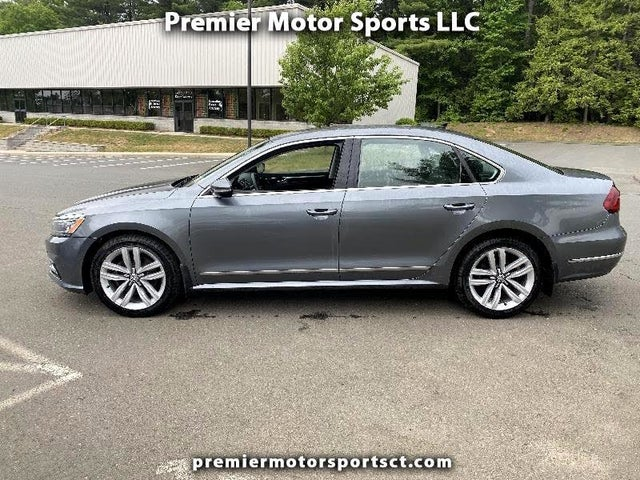 2017 Volkswagen Passat 1.8T SE with Technology Pkg