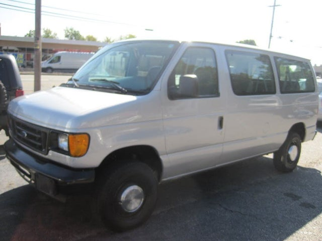 2006 Ford E-Series E-350 Super Duty XL Passenger Van