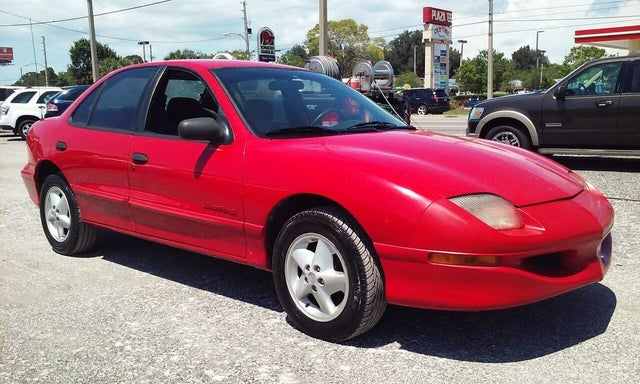 1998 Pontiac Sunfire 4 Dr SE Sedan