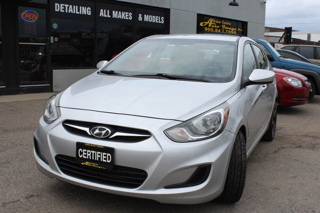 2012 Hyundai Accent GLS 4-Door Hatchback FWD