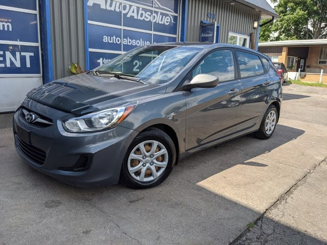 2012 Hyundai Accent L 4-Door Hatchback FWD
