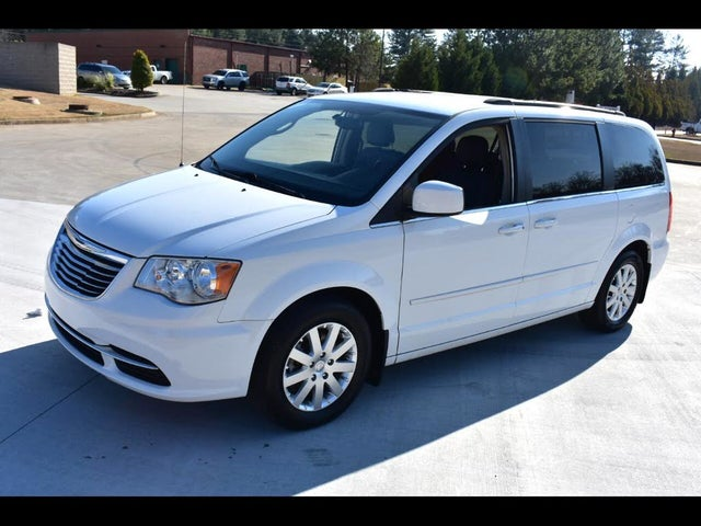 2015 Chrysler Town & Country LX FWD