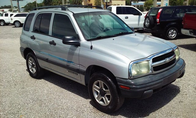 2004 Chevrolet Tracker 4-Door 4WD