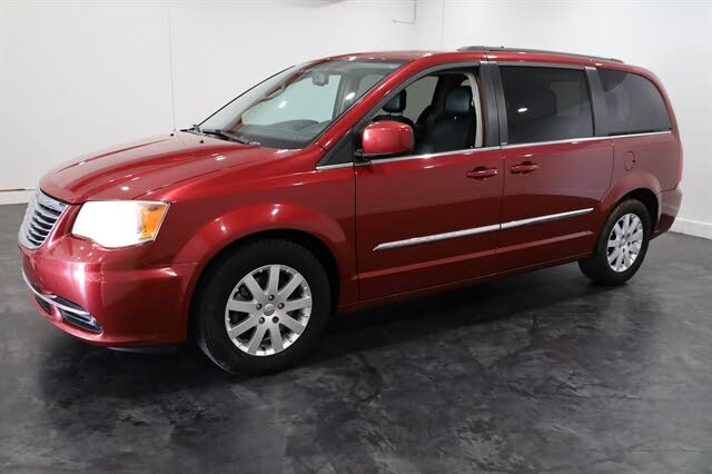 2013 Chrysler Town & Country Touring FWD