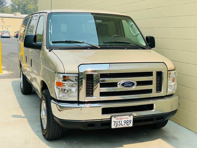2013 Ford E-Series E-350 XL Super Duty Extended Passenger Van