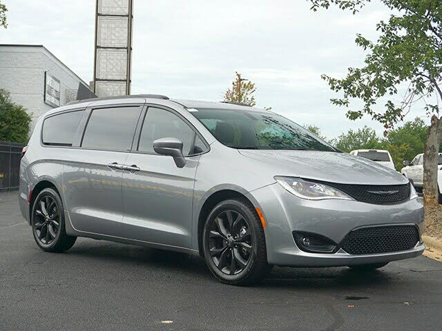 2020 Chrysler Pacifica Limited Red S FWD