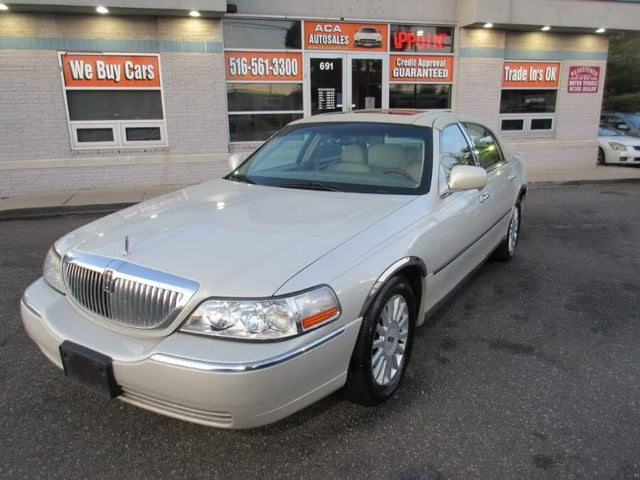 2005 Lincoln Town Car Signature Limited