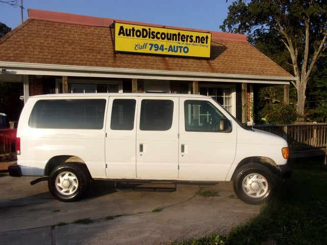 2005 Ford E-Series E-350 Super Duty Chateau Passenger Van