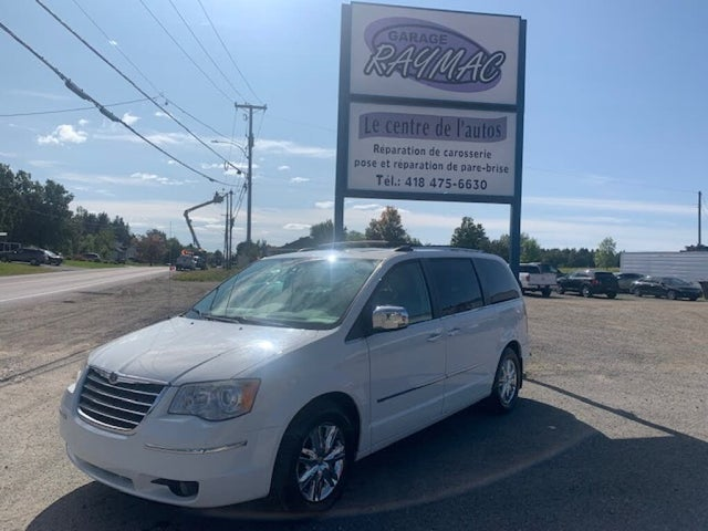 2009 Chrysler Town & Country Limited FWD