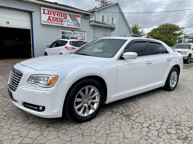 2013 Chrysler 300 Touring RWD