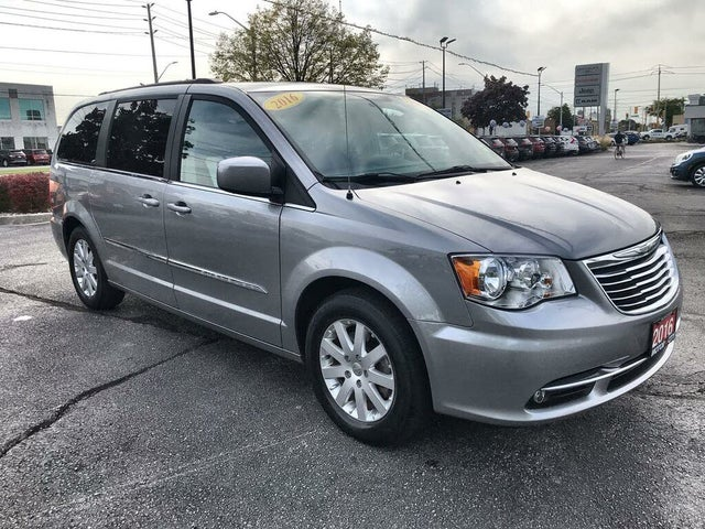 2016 Chrysler Town & Country Touring FWD