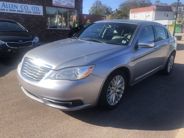 2013 Chrysler 200 Limited Sedan FWD