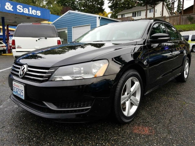 2013 Volkswagen Passat SE with Sunroof and Nav