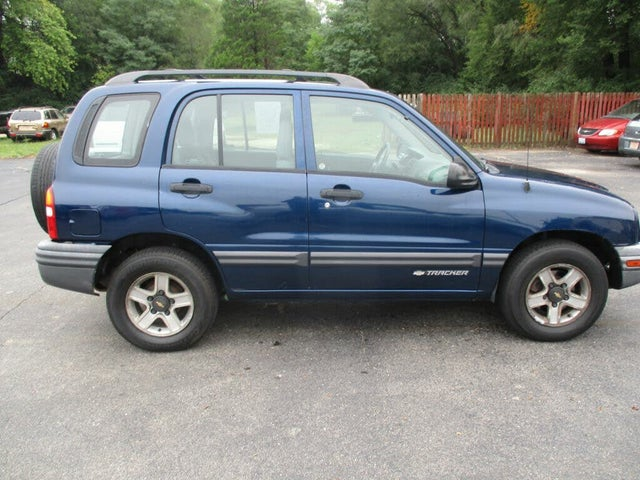 2002 Chevrolet Tracker 4-Door 4WD