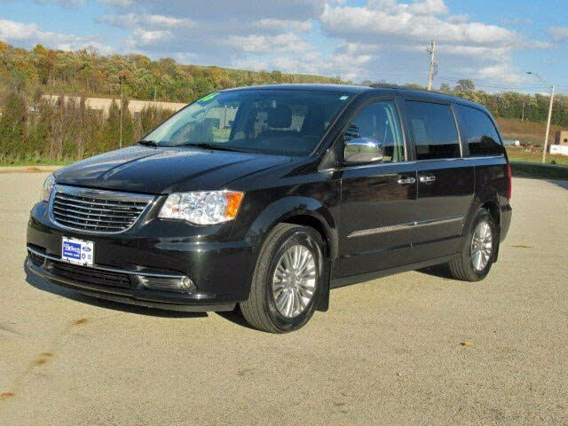2016 Chrysler Town & Country Anniversary Edition FWD