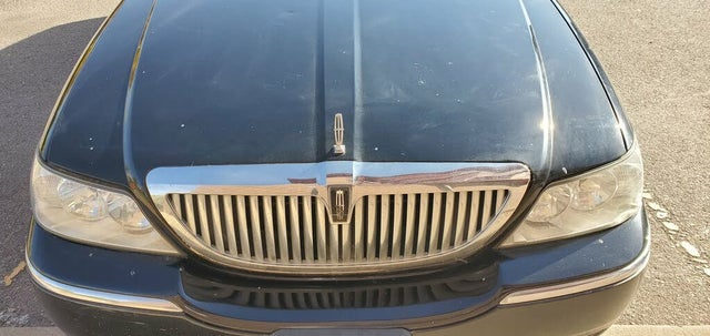 2006 Lincoln Town Car Signature Limited
