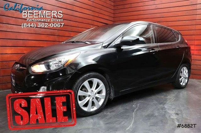 2012 Hyundai Accent SE 4-Door Hatchback FWD