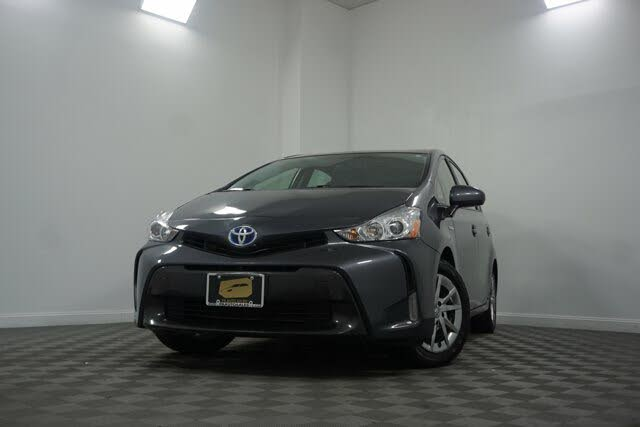 2017 Toyota Prius v Five FWD