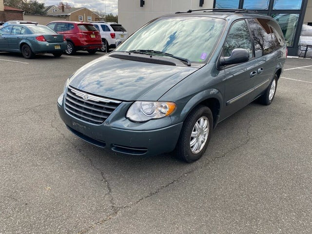 2005 Chrysler Town & Country Signature Series LWB FWD