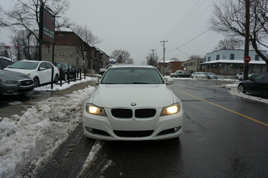 2011 BMW 3 Series 323i Sedan RWD complet