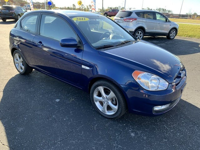2011 Hyundai Accent SE 2-Door Hatchback FWD