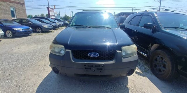 2005 Ford Escape XLS FWD
