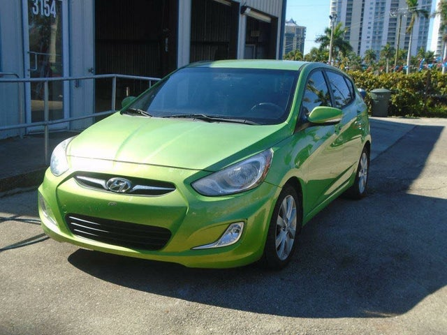 2013 Hyundai Accent SE 4-Door Hatchback FWD