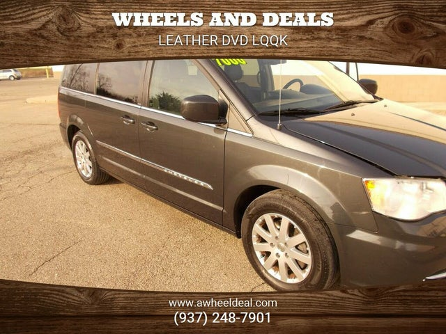 2012 Chrysler Town & Country Touring FWD