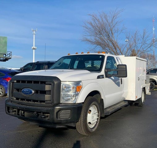 2011 Ford F-350 Super Duty Chassis XL SuperCab DRW RWD