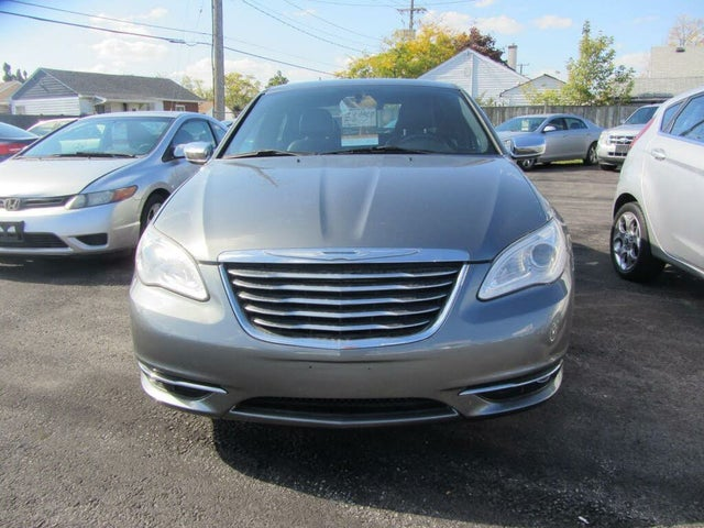 2012 Chrysler 200 Limited Sedan FWD
