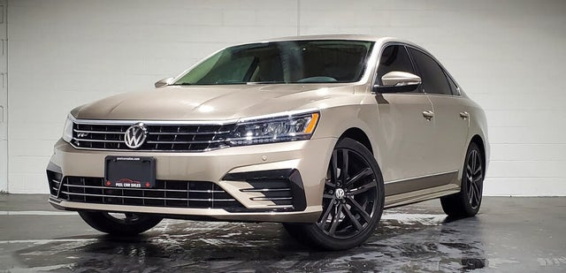 2016 Volkswagen Passat 1.8T Highline with R-Line Package