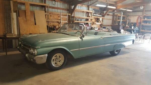 1961 Ford Galaxie Sunliner Convertible RWD