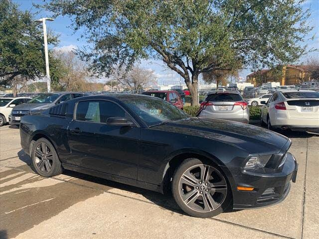 2013 Ford Mustang V6 Premium Coupe RWD