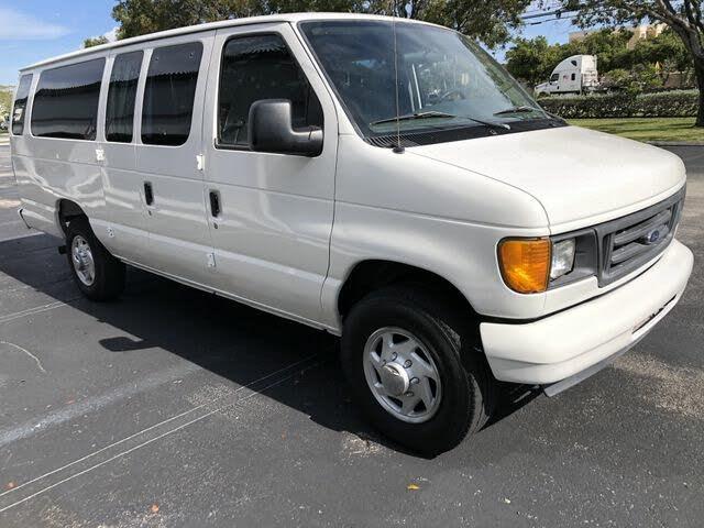 2004 Ford E-Series E-350 Super Duty XL Extended Passenger Van