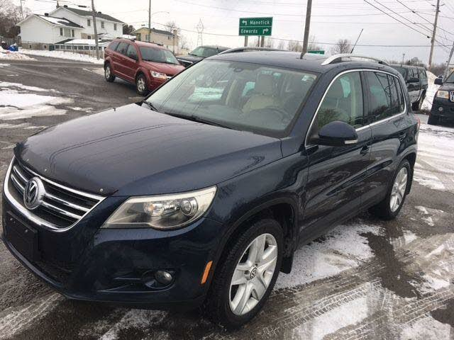 2011 Volkswagen Tiguan SE 4Motion with Sunroof and Navigation